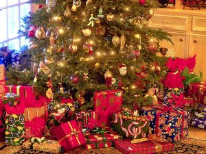 christmas-tree-with-presents