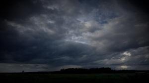 tummat pilvet